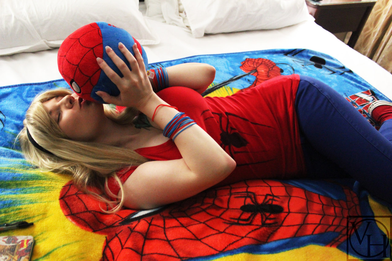 i_love_my_spidey___by_valentinahawke-d78v9yi