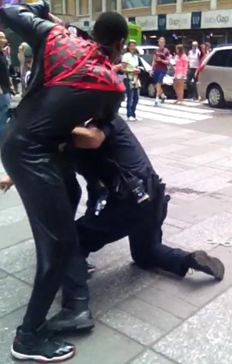 Spidey-Cop-Fight