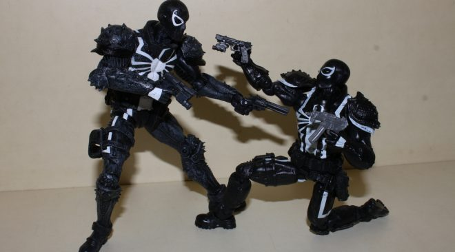 Agent Venom Figure Double Feature Review: Marvel Select vs Marvel Legends